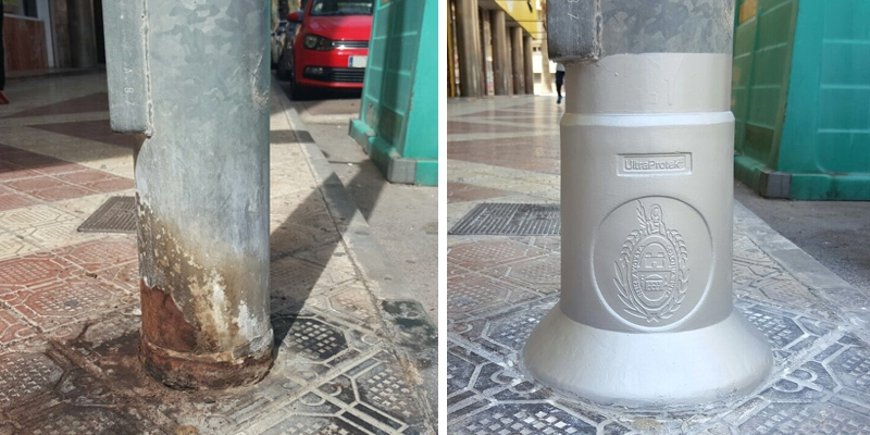 El Ayuntamiento de Elche interviene en 81 farolas para evitar que se oxiden a causa del orín de las mascotas.